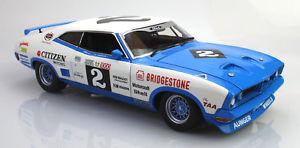 【送料無料】模型車 モデルカー スポーツカークラシックフォードバサーストジョンゴス classic carlectables 118 ford xb falcon hardtop 1976 bathurst john goss