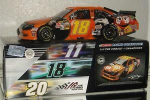 【送料無料】模型車 モデルカー スポーツカーカイル##ハロウィーンサイン#2012 kyle busch 18 mamp;m039;s halloween autographed 124 car3484 low din awesome