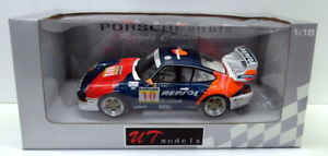 【送料無料】模型車 モデルカー スポーツカーモデルポルシェオルレアンレプソルut models 118 39632 porsche 911 gt2 1996 993 a de orleanssaldana repsol
