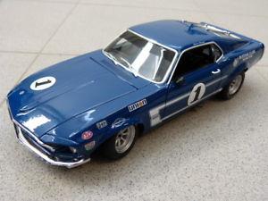 【送料無料】模型車 モデルカー スポーツカーチームシェルビー##ボストランスマスタングフォードモデルカーteam shelby039;s 1 1969 boss 302 trans am mustang ford blue acme model car 118