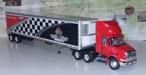 【送料無料】模型車 モデルカー スポーツカークラスボックスレッドキャブboley international 8600 nascar icial class 8 tractor 132 in box red cab