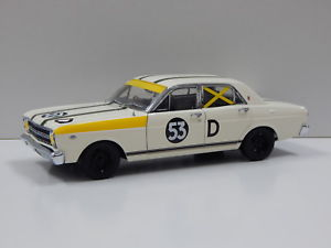 【送料無料】模型車 モデルカー スポーツカーフォードバサーストイアンピート118 ford xr gt falcon 1967 bathurst 2nd place ian amp; pete geoghegan 53d car
