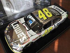 【送料無料】模型車 モデルカー スポーツカー2011ジミージョンソンロウtalladegaレースwhite gold2512011 jimmie johnson lowes talladega race win white gold car 1 of 25
