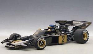 【送料無料】模型車 モデルカー スポーツカーロータスロニーピーターソンフォーミュラlotus 72 e 2 ronnie peterson con conductor estatuilla formula 1 1973