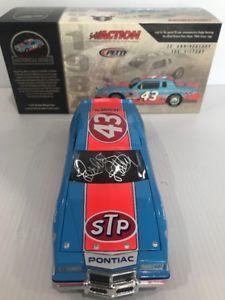 【送料無料】模型車 モデルカー スポーツカーリチャードペティポンティアックグランプリサインrichard petty 1984 pontiac gran prix 200th win autographed 124 historical