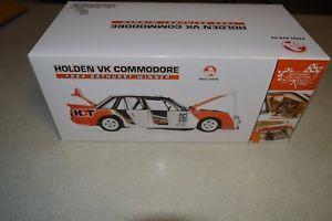 【送料無料】模型車 モデルカー スポーツカーホールデンコモドール05 holden vk commodore 1984 bathurst winner