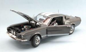 【送料無料】模型車 モデルカー スポーツカーオートワールドシェルビーマスタングjm 2141367 auto world amm1060 shelby mustang gt350 1967 mousegrey with white s