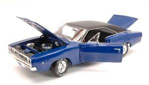 【送料無料】模型車 モデルカー スポーツカーオートワールドハードトップデニスギルドjm 2141373 auto world awss 111 dodge charger hard top 1968 chistine dennis guild