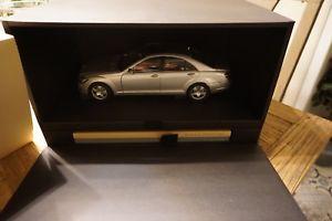 【送料無料】模型車 モデルカー スポーツカーメルセデスプレゼンテーションボックス118 autoart mercedes sklasse w221 118 presentation box with 2 books
