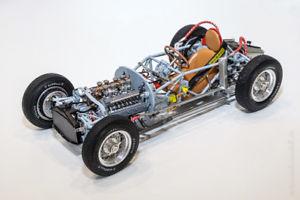 【送料無料】模型車 モデルカー スポーツカーランチアローリングベースプレートシャーシcmc lancia d50, 1955 rolling chassis including base plate 118