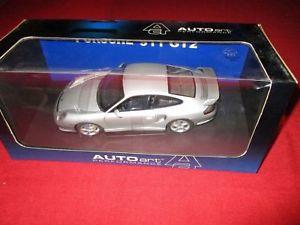 【送料無料】模型車 モデルカー スポーツカーパフォーマンスポルシェautoart performance 77841 118 porsche 911 gt2 2002 ovp