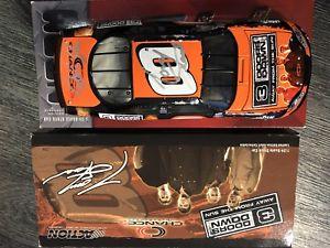 【送料無料】模型車 モデルカー スポーツカートニースチュワートデイルアーンハートジュニアドアダウ#very rare signed by both tony stewart amp; dale earnhardt jr 3doors dow2003 8 124