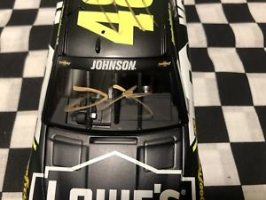 【送料無料】模型車 モデルカー スポーツカージミージョンソンサインエリート2017 jimmie johnson 124 autographed kobalt elite