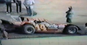 【送料無料】模型車 モデルカー スポーツカーラリームーアビンテージモデル1981 1987 larry moore eldora pennsboro vintage dirt late model dvds
