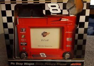 【送料無料】模型車 モデルカー スポーツカーデイルアーンハートジュニア#ピットストップワゴン×ピクチャーフレームdale earnhardt jr 8 pit stop wagon 3x5 picture frame
