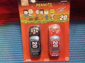 【送料無料】模型車 モデルカー スポーツカーホームデポピーナツトニースチュワートhome depot peanuts halloween tony stewart nascar cars limited edition