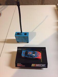【送料無料】模型車 モデルカー スポーツカージョンアンドレッティポンティアックリモートスケールjohn andretti 1999 stp pontiac remote control car 164 scale
