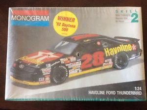 【送料無料】模型車 モデルカー スポーツカーフォードサンダーバードスケールモデルdavey allison 1992 winning datona 500 havoline ford thunderbird 124 scale model