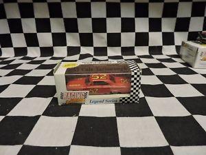 【送料無料】模型車 モデルカー スポーツカー#rcca 164 cale yarborough 52
