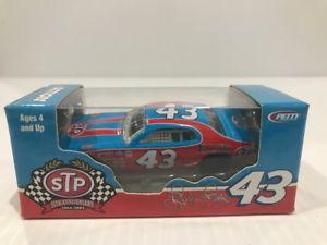 【送料無料】模型車 モデルカー スポーツカーアクションリチャードペティaction richard petty dodge charger stp 164 historical