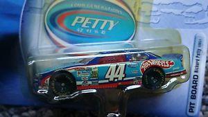 【送料無料】模型車 モデルカー スポーツカーホットホイールレーシングコレクションhot wheels racing 2001 four generations petty, , collection number 44