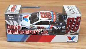 【送料無料】模型車 モデルカー スポーツカーデイルアーンハートジュニアdale earnhardt jr 88 valvoline 2015 ss limited edition collectible car *read*