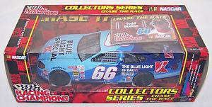 【送料無料】模型車 モデルカー スポーツカートッド#フォードトーラス2001 rc 124 todd bodine 66 kmart blue light special ford taurus nib