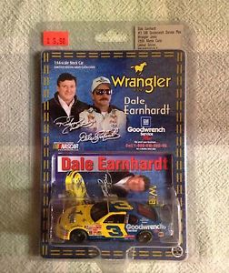 【送料無料】模型車 モデルカー スポーツカーデイルアーンハートアクションラングラージーンズマシン1999 dale earnhardt action 164 wrangler jeans machine