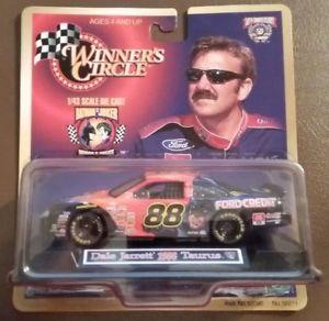 【送料無料】模型車 モデルカー スポーツカーデイルジャレット#バットマンジョーカーフォードトーラスdale jarrett 88 batman vs joker ford taurus 143 winners circle 1998 nascar