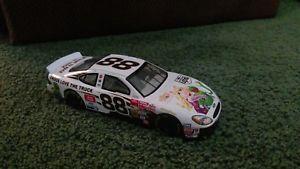 【送料無料】模型車 モデルカー スポーツカーデイ#2002 dale jerett 88 ups muppts 124 nascar