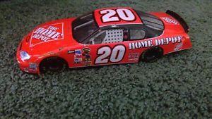 【送料無料】模型車 モデルカー スポーツカートニースチュワート#ホームデポ2005 tony stewart 20 home depot 124 nascar