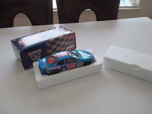 【送料無料】模型車 モデルカー スポーツカーアクションプラチナ#ケアデイルジャレットフォードトーラス1998 action platinum 88 quality care dale jarrett ford taurus 124 nascar