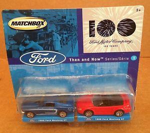 【送料無料】模型車 モデルカー スポーツカーマッチフォードモーターフォードムスタングmatchbox 100 ford moter company 1968 and 1999 ford mustang gt