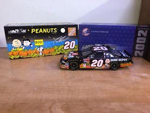 【送料無料】模型車 モデルカー スポーツカーファイルトニースチュワート#ダイカストアクションホームデポピーナツnib 2002 tony stewart 20 nascar diecast action collectable home depot peanuts