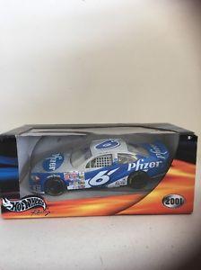 【送料無料】模型車 モデルカー スポーツカーホットホイールレーシング#hot wheels racing 124 pfizer 6