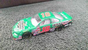【送料無料】模型車 モデルカー スポーツカーボビーラボンテ#1999 bobby labonte 18 interstate batteries 124 nascar