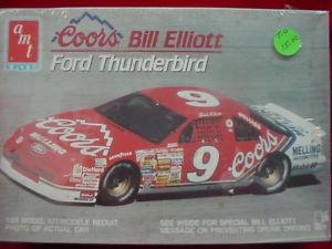 【送料無料】模型車 モデルカー スポーツカービルエリオットフォードサンダーバードプラモデルスケールbill elliott redwhite ford thunderbird plastic model 125 scale