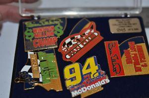 【送料無料】模型車 モデルカー スポーツカービルエリオット#ファンクラブクラフトレーシングピン1998 bill elliott 94 fan club limited edition win craft racing pins set of 5