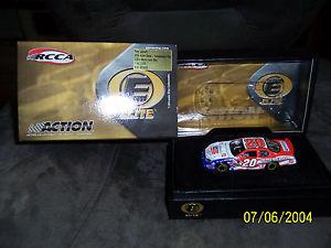 【送料無料】模型車 モデルカー スポーツカーアクションエリートスケールトニースチュワートaction elite rcca 164 scale nascar tony stewart 2003 independence day