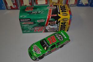 【送料無料】模型車 モデルカー スポーツカーボビーラボンテバッテリーアクションbobby labonte 124 interstate batteries nextel inaugural 2004 action cwc