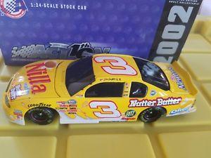 【送料無料】模型車 モデルカー スポーツカーアクション#デイルアーンハートジュニアウェーハバターaction 8 dale earnhardt jr 2002 nilla wafers nutter butter