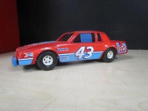 【送料無料】模型車 モデルカー スポーツカービンテージリチャードティ#プラスチックスケールレースカーvintage stp richard petty ertl 43 plastic 118 scale race car