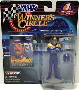 【送料無料】模型車 モデルカー スポーツカーハズブロラインナップ#マイクスキナーtas034805 1998 hasbro starting lineup figure winner039;s circle mike skinner