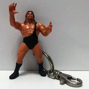 【送料無料】模型車 モデルカー スポーツカートイビズレスリングキーチェーンtas035008 1999 toy biz wcw wrestling figure keychain the giant