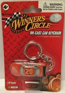 【送料無料】模型車 モデルカー スポーツカー#キーチェーン#トニースチュワートtas030145 2008 winner039;s circle diecast car keychain 20 tony stewart