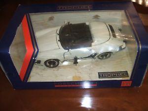 【送料無料】模型車 モデルカー スポーツカーポルシェホワイトheisman porsche 911 speeder 1989 118 white