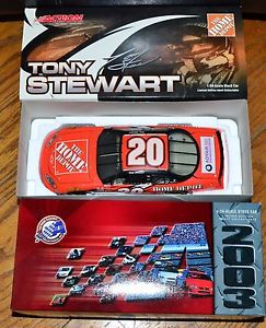 【送料無料】模型車 モデルカー スポーツカーアクショントニースチュワート#ホームデポモンテカルロaction nascar 124 2003 tony stewart 20 home depot 2003 monte carlo