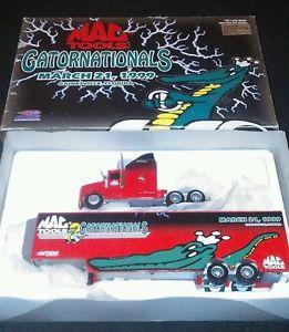 【送料無料】模型車 モデルカー スポーツカーアクションツールホーラ164 action mac tools 1999 gatornationals 1999 aeromax hauler 1 of 5000