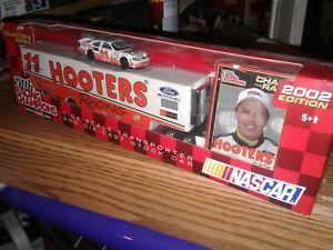 【送料無料】模型車 モデルカー スポーツカー#ブレットフーターズレーシングトランスポーターフォードトーラス11 brett bodine hooters racing 2002 164 transporter and ford taurus