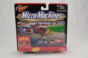 【送料無料】模型車 モデルカー スポーツカー#マイクロマシンドライバージェフゴードントニースチュワートwinner039;s circle micro machines dueling drivers jeff gordon vs tony stewart